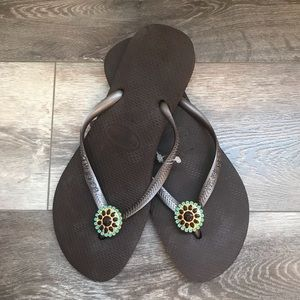 Slim Style Brown Havaianas With Flower (Size 9)